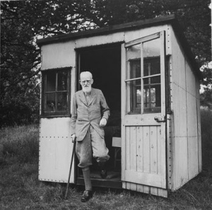 George Bernard Shaw, med skrivebod.